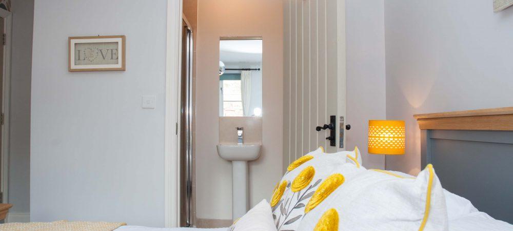 Tolpuddle Cottage Master Bedroom En Suite